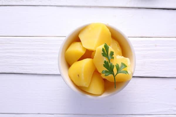 Las patatas cocidas no engordan y reducen la tensión arterial