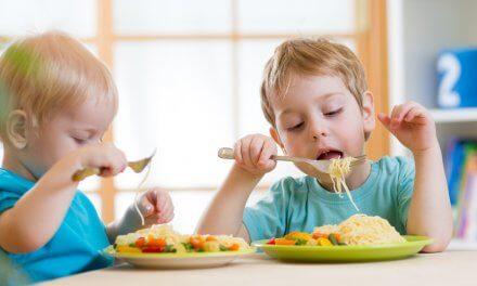 Cómo inculcar hábitos de alimentación saludable en la infancia