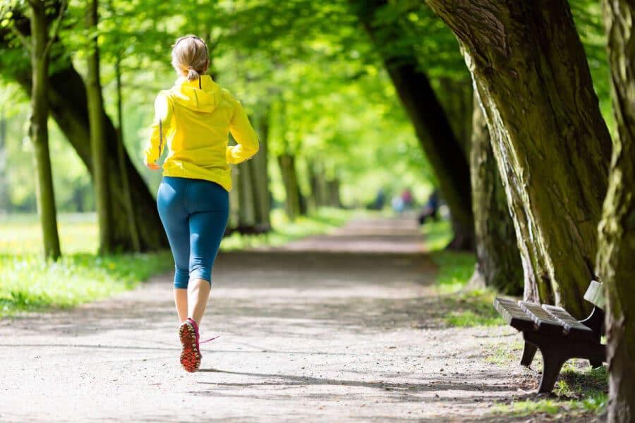 El ejercicio juega un papel importante en la pérdida de peso no sólo por el consumo de calorías que produce, sino porque tiene efectos directos sobre la estructura y función del cerebro.