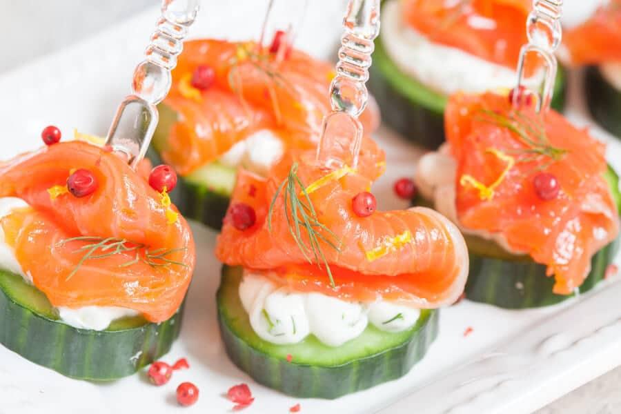 Pepino con crema de eneldo y salmón ahumado