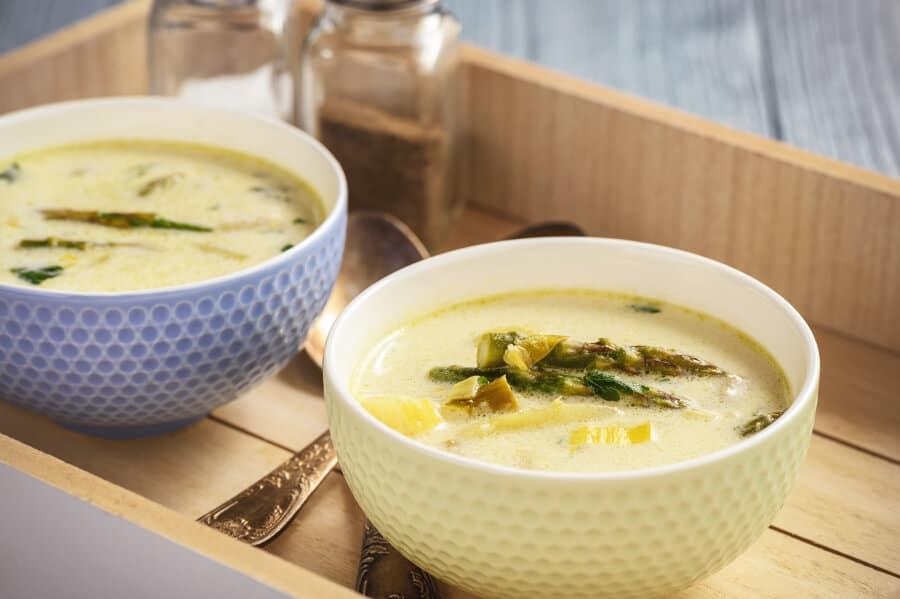 Sopa de puerros, patatas y esparragos