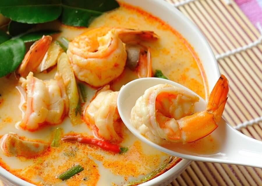 Sopa de langostinos Tom Yum [Receta tradicional tailandesa]
