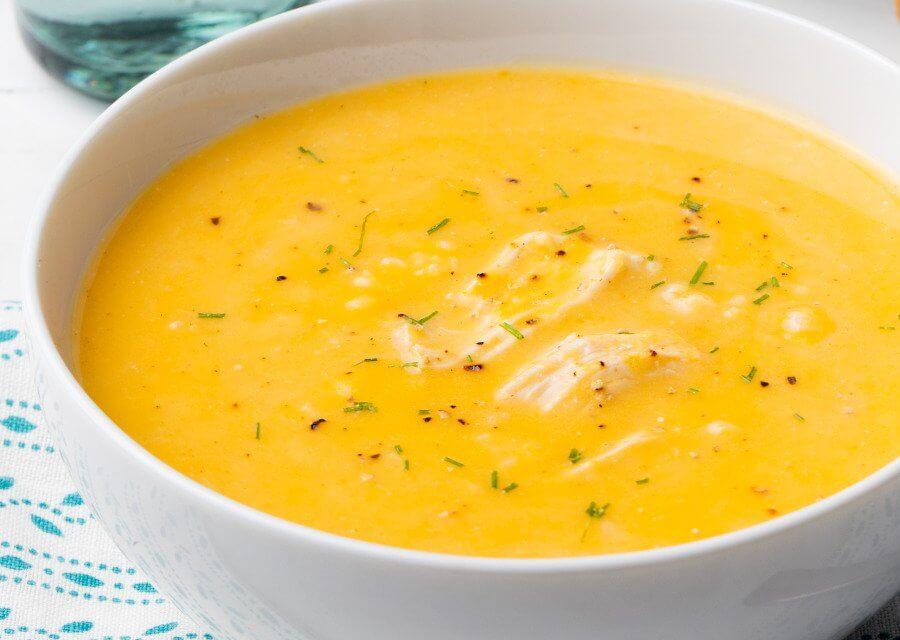 Sopa de calabaza y leche de coco con pollo [Receta fácil]