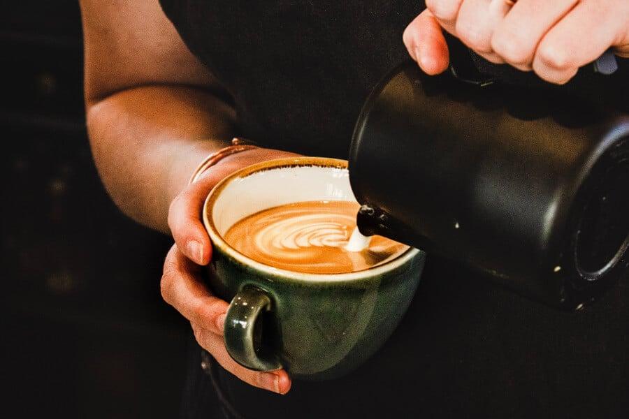 cafe expreso hecho en casa con cafetera espresso