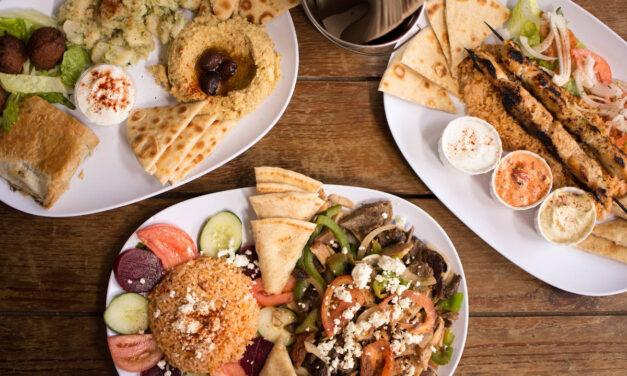 5 platos indispensables que debes probar en un restaurante griego